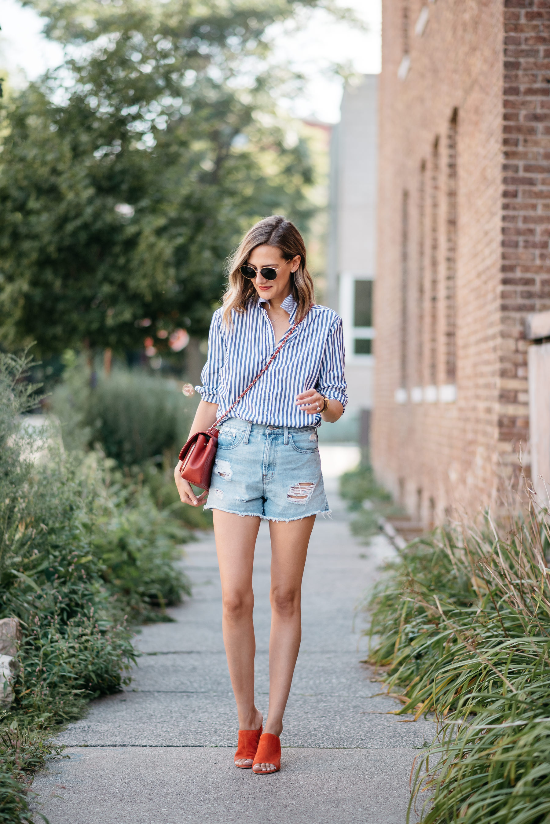 how to wear jean shorts in fall