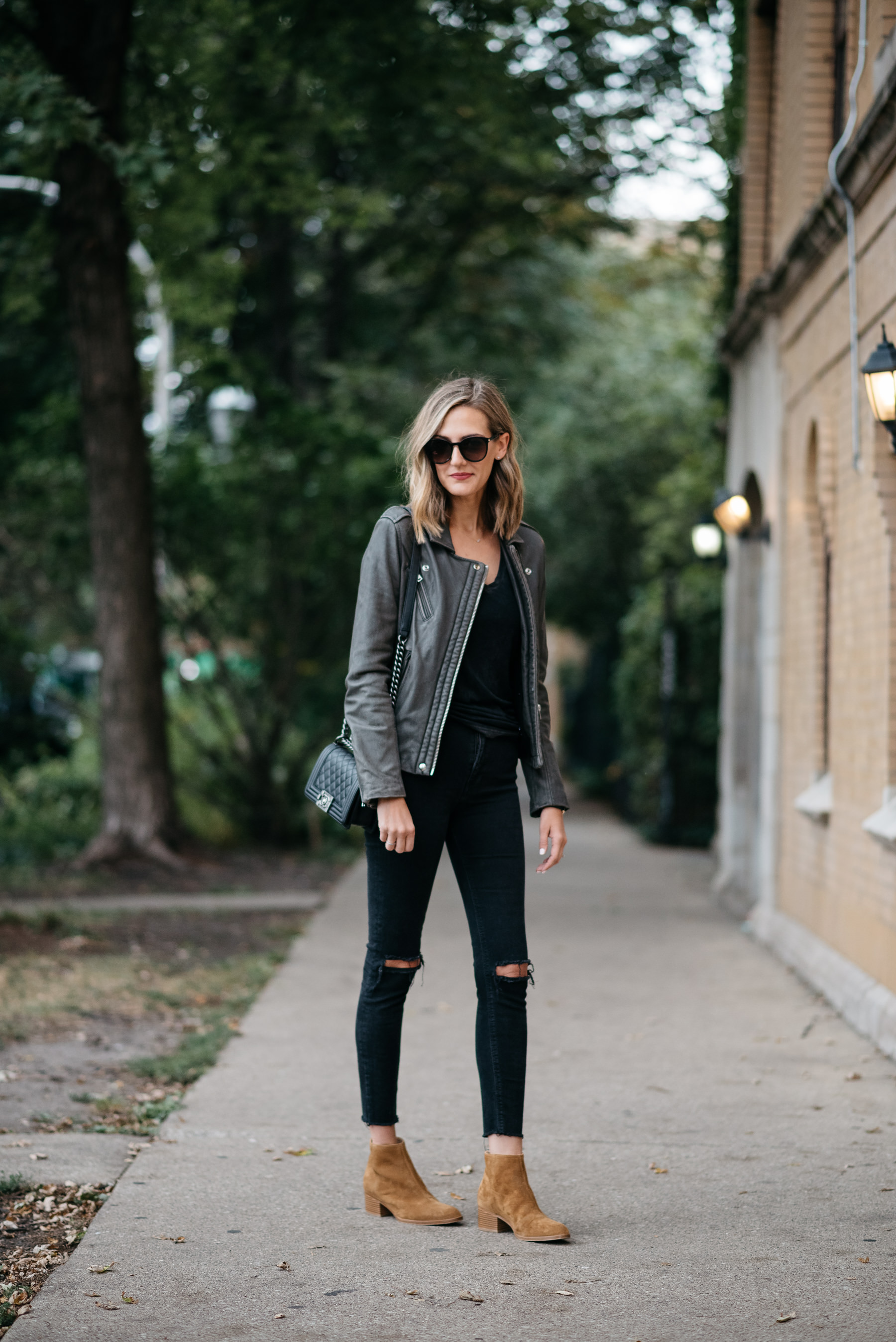 fall all black outfit iro leather jacket