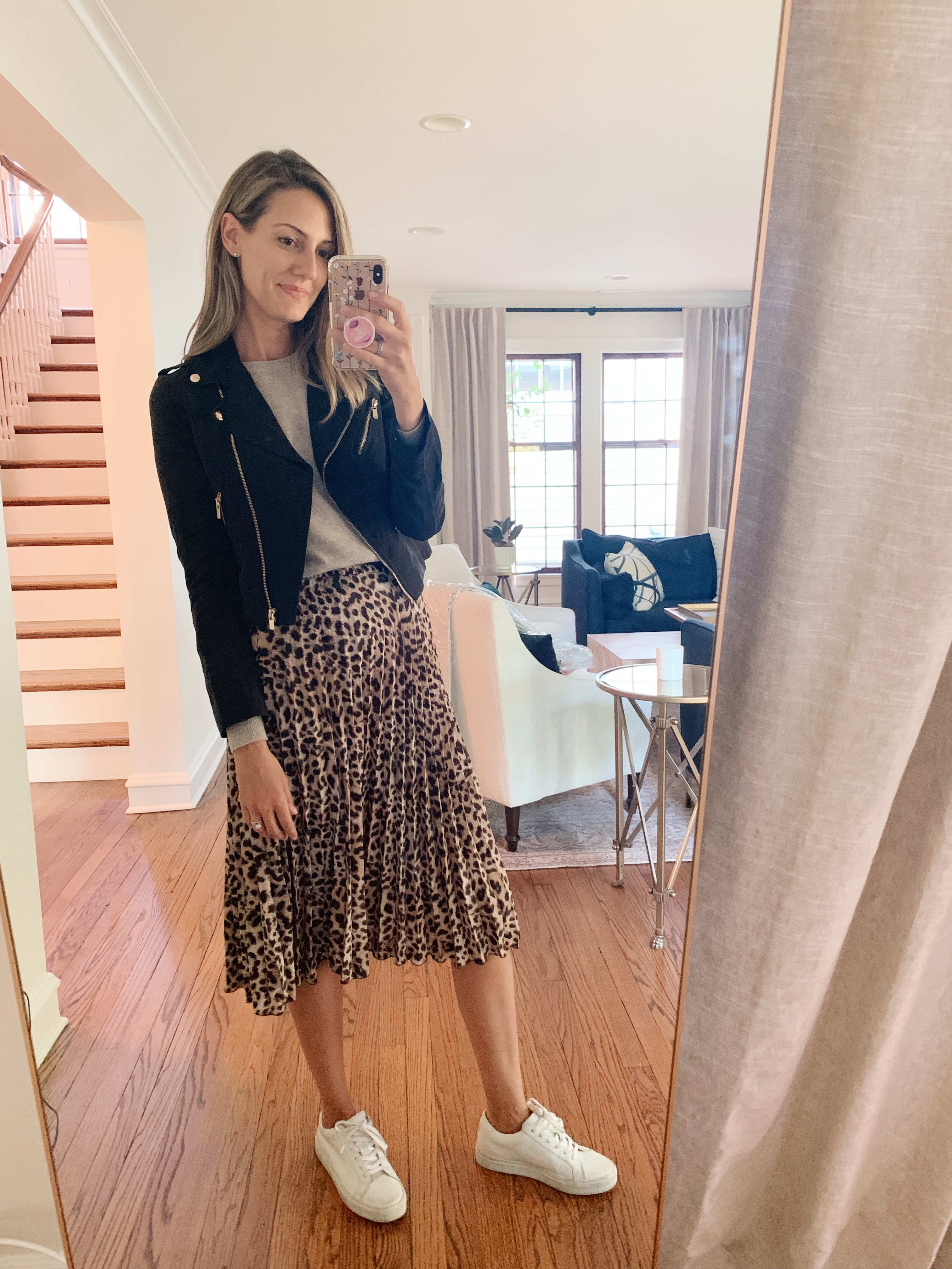 how to style a leopard skirt with sneakers