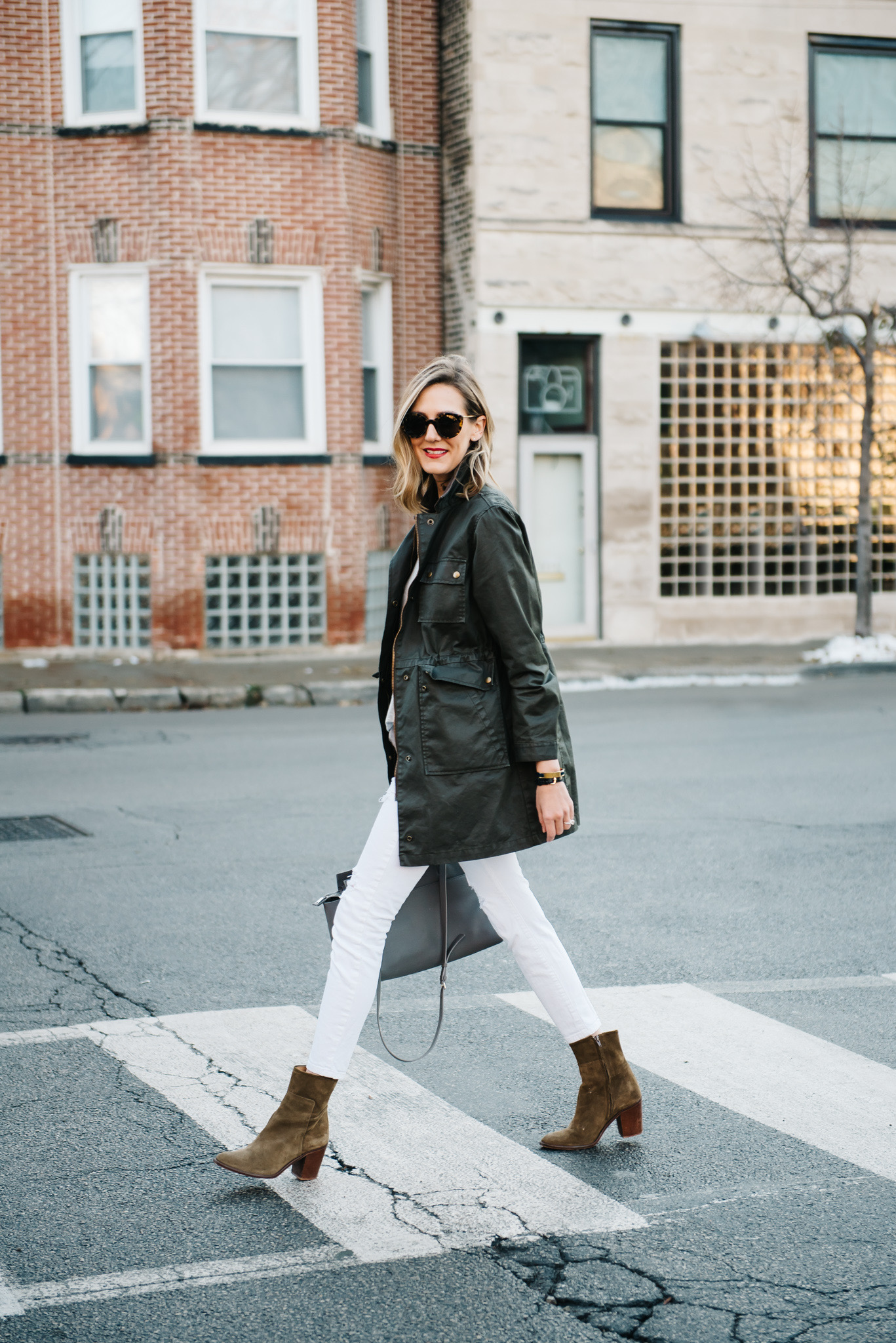 how to wear white jeans winter