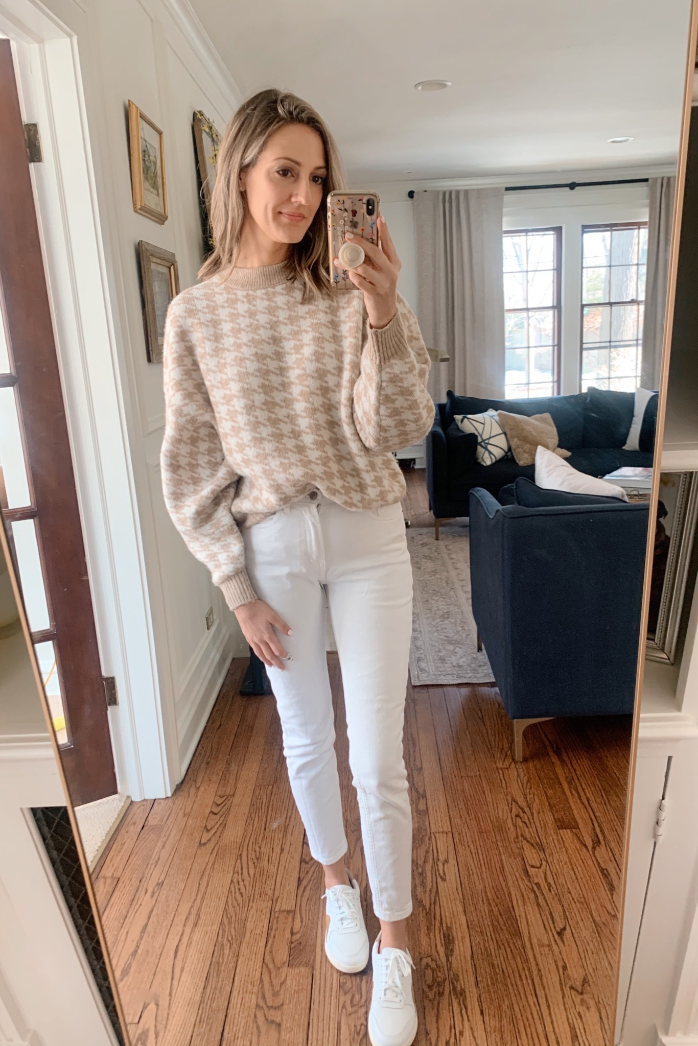 white jeans with sneakers